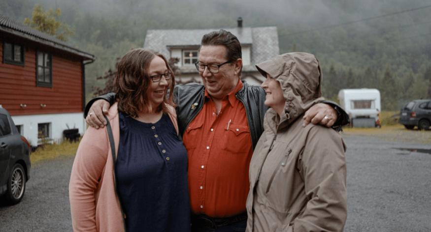 Halvsøskende finder hinanden efter mange års søgning takket være MyHeritage Smart Match™